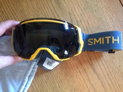 a004327e187 2) 2015 Smith I OX. Blackout color way with the blackout lens and red  sensor lens for low light days. Great condition