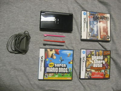 Nintendo DS Lite and games (GTA, New Super Mario, Skate It) - Sell
